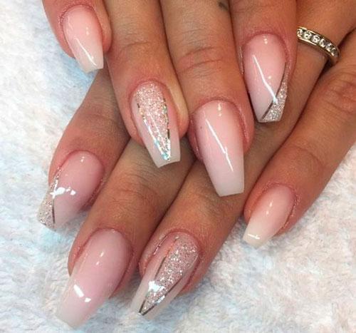 нежное покрытие ногтей формы балерина