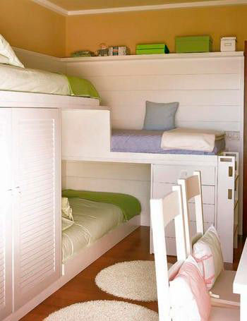 детская комната для трех мальчиков и девочки