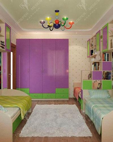 кровати в детской комнате для трех детей