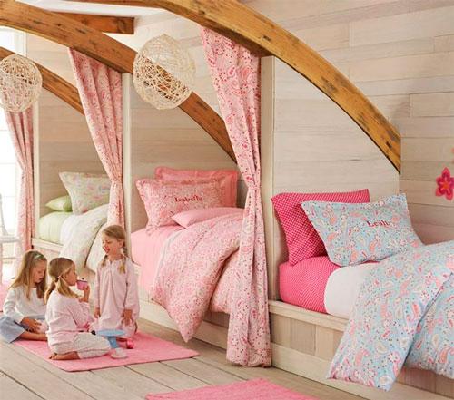 идея расположения кроватей в детской