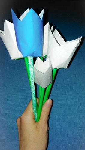 букет цветов из бумаги для школьников