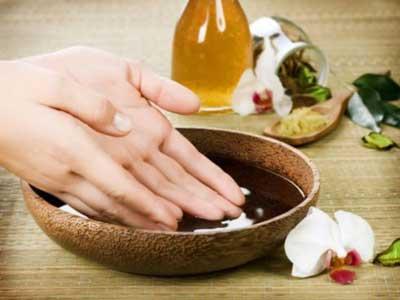 Шелушение кожи на пальцах рук: причины и лечение с помощью масок