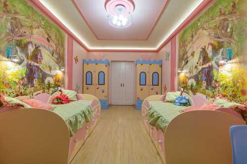 оформление стен в детской комнате для двоих детей фотообоями 3