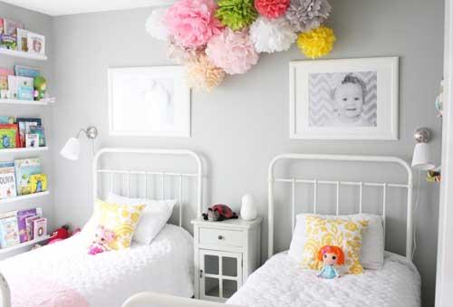 расположение кроватей в детской комнате для двоих детей 8