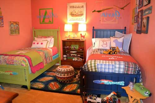 расположение кроватей в детской комнате для двоих детей 3