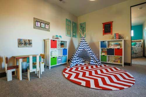 Планировка детской комнаты для двоих детей: хранение игрушек 2