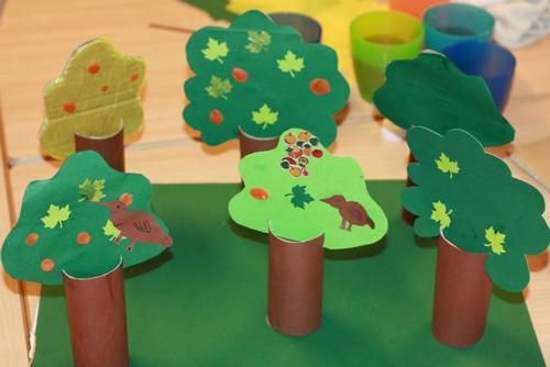 детская поделка дерево из цветной бумаги 7