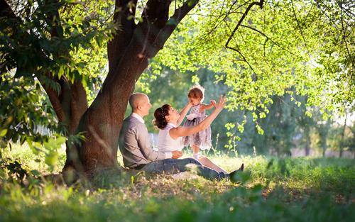 лучшие идеи семейной фотосессии с детьми у дерева