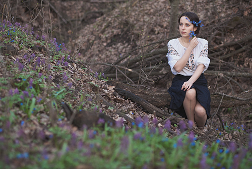 идеи весенних фото для девушек в лесу среди подснежников