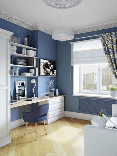 классическая детская комната для мальчика с картой синего цвета