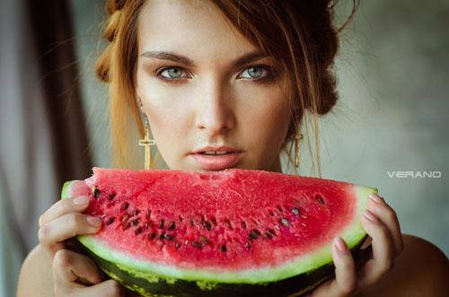 Как выгнать воду из организма для похудения: арбузы