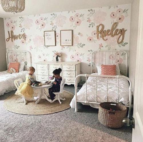 интерьер классической детской комнаты для двух девочек 3 и 4 лет