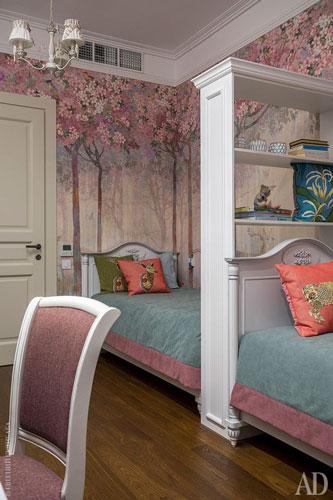 интерьер классической детской комнаты для двух девочек