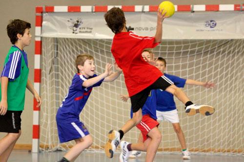 Загадки про спорт для детей: гандбол