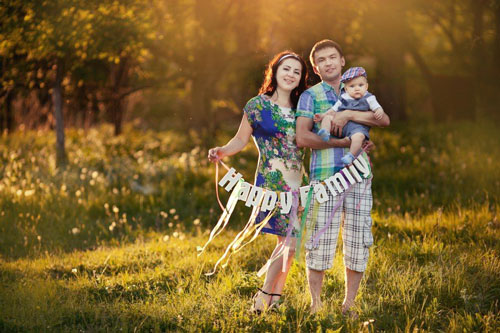 идея для фотосессии летом - с надписью семья