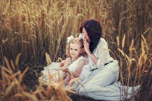 идея для фотосессии летом - на поле ржи