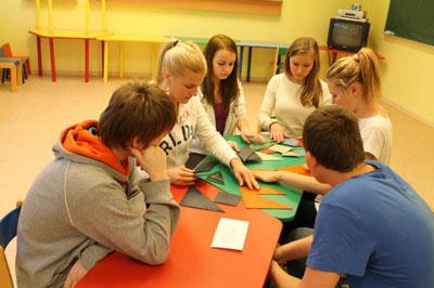 Игры на сплочение коллектива для подростков в детский лагерь