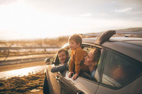 идея семейной фотосессии в машине