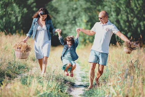 идеи для семейной фотосессии с ребенком в поле