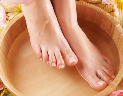 как правильно делать ванночки для ног с солью
