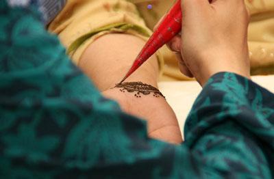 нанесение хны для татуировки махенди в домашних условиях