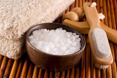 Ванночки для ног с морской солью: польза и вред