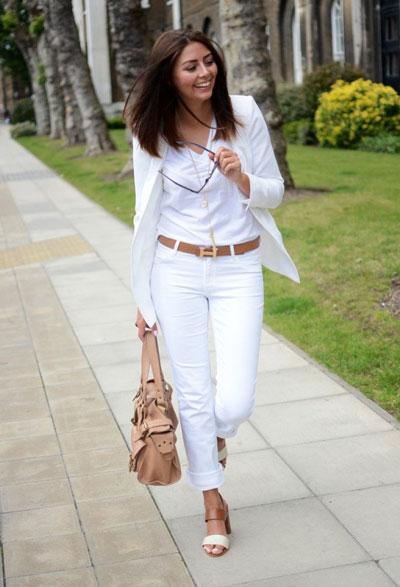 Как одеться на 1 сентября маме: белый костюм