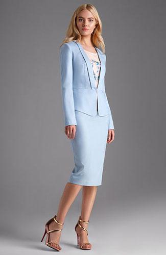Как одеться на 1 сентября маме: светлый костюм