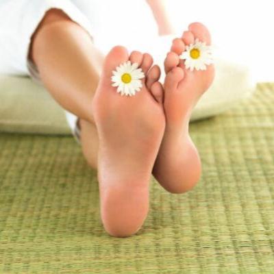 Чем полезна парафинотерапия для ног
