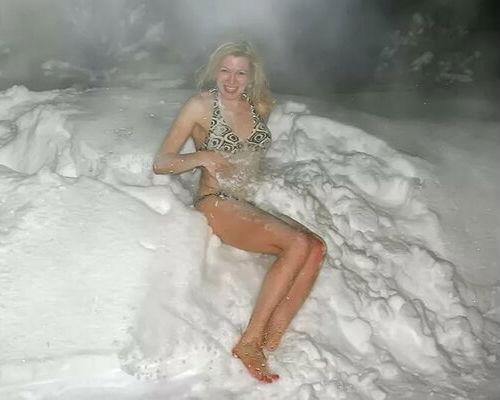 Полежать на снегу после бани