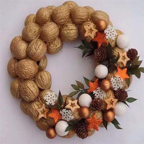 декор из грецких орехов и пенопласта
