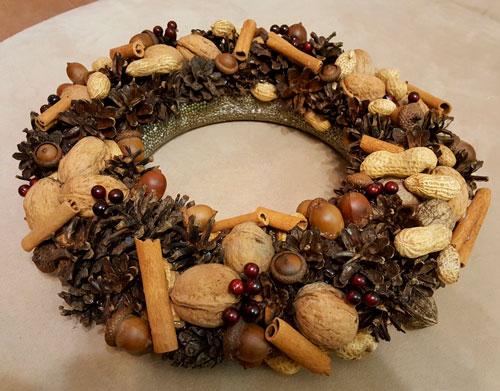декор из грецких орехов