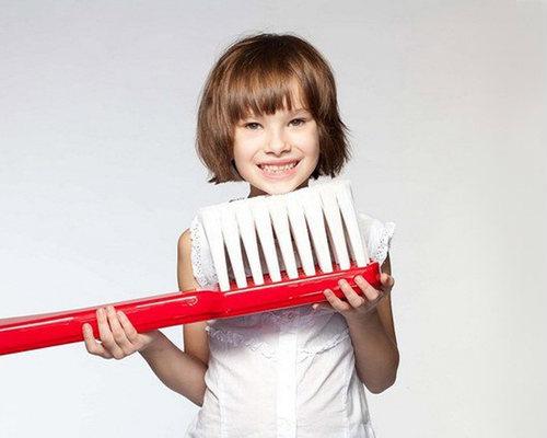 Как правильно чистить зубы детям в 2 года