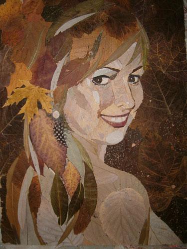 Картина девушки из сухих листьев