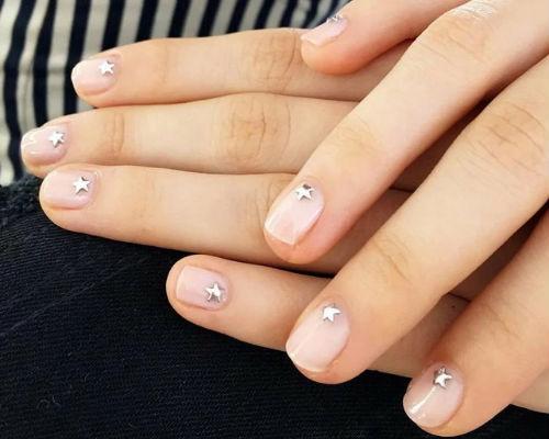 Ногти покрытые гель - лаком для школьниц 3