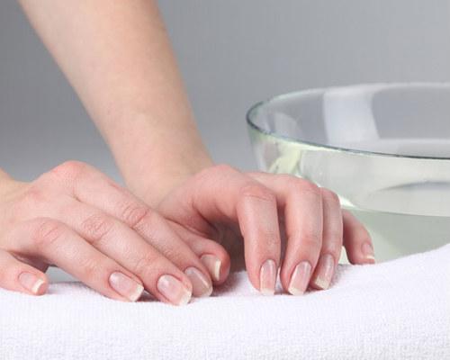 Очищающая и укрепляющая ванночка для ногтей