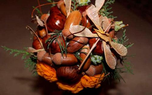 Красивые поделки из каштанов и листьев
