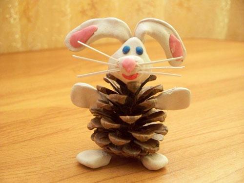 Поделки из шишек: заяц