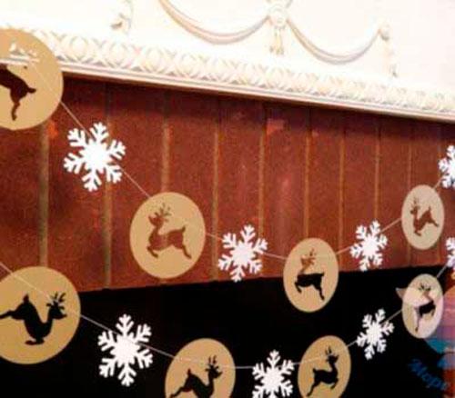 Гирлянда из бумаги: олени и снежинки