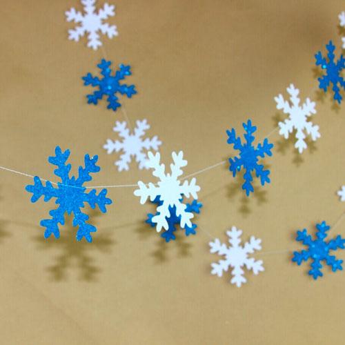 Гирлянда из бумаги: снежинки