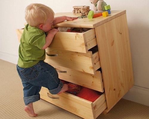 Устойчивая мебель в детской комнате