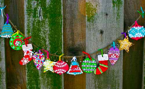 Гирлянда из бумаги: разноцветные ёлочки