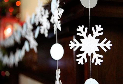 Гирлянда из бумаги для Нового года: снежинка