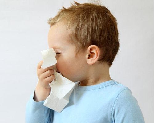 Как правильно очищать нос ребенку