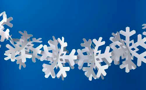 Идея гирлянды из бумаги для Нового года: снежинки