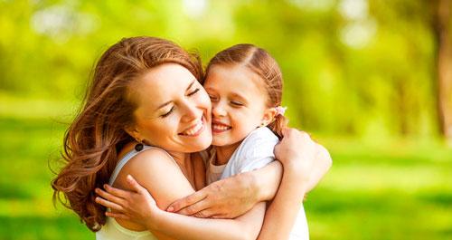 Красивые и очень трогательные стихи ко дню мамы