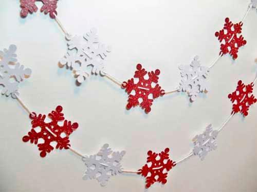 Идеи гирлянд из бумаги для Нового года: снежинки