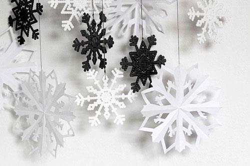 Гирлянда из бумаги: разноцветные снежинки