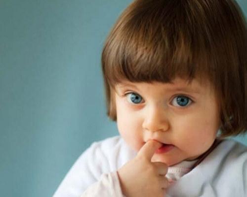 Причины, почему ребенок грызет ногти