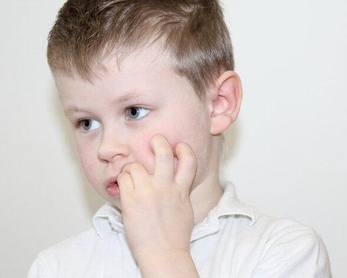Что делать если ребенок грызет ногти на руках